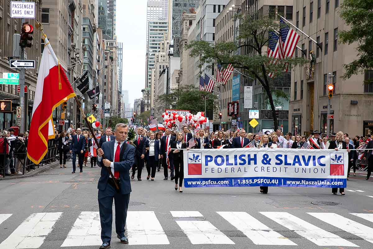 Polsko-Słowiańska Federalna Unia Kredytowa na Paradzie Pułaskiego (Photo)